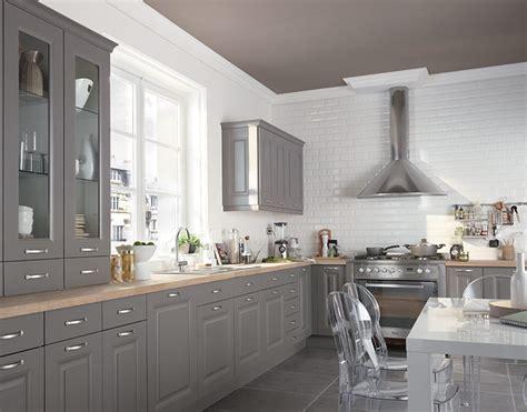 changer les portes de placard de cuisine peindre ses meubles de cuisine travaux com