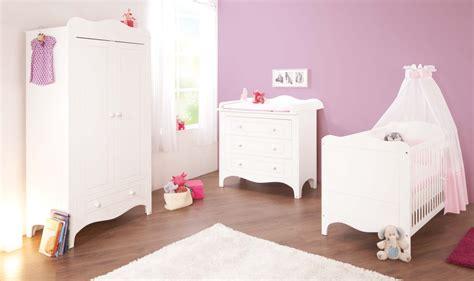 meuble chambre de bébé lit bébé évolutif et commode à langer fleur laqué blanc mat