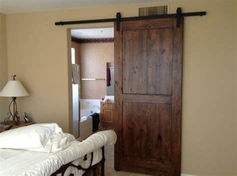puertas correderas de madera  el cuarto de bano