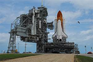 NASA - Discovery's Journey to the Pad