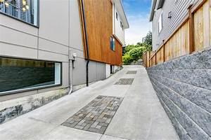 allee de luxe au garage pres de la maison moderne avec l With allee de garage moderne