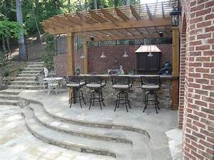 Outdoor Kitchen Bar and Grill - Traditional - Patio