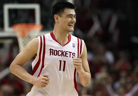 rockets  retire yao mings   halftime  game