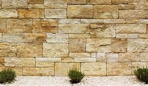 Sichtschutz Mauer Naturstein : travertin mauersteine kombiniert mit jurasplitt und lavendel als sichtschutz dahinter ~ Sanjose-hotels-ca.com Haus und Dekorationen
