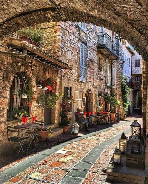 calles de assisi italia assisi italy visit italy