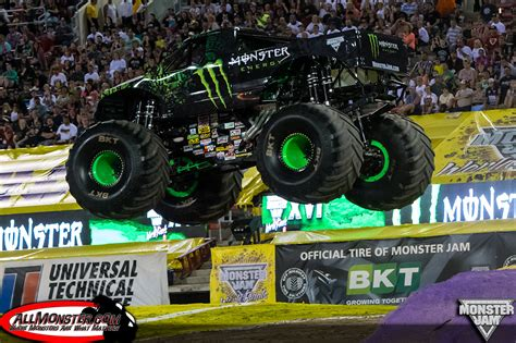 grave digger 30th anniversary monster truck toy monster trucks grave digger the legend driver