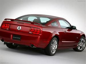 Ford Mustang (2005) Exotic Car Picture #025 of 40 : Diesel Station
