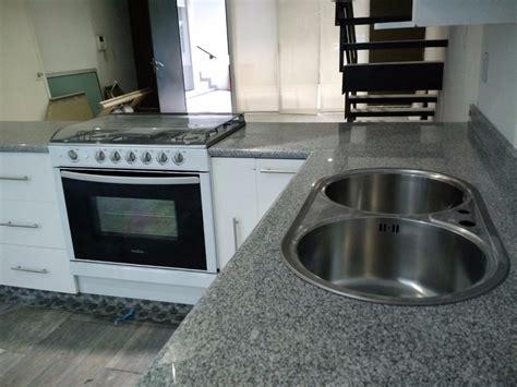 cubiertas en granito natural  cocina marmol  mas