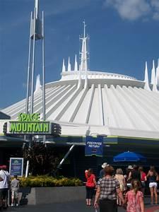 Disneyland vs. Disney World Attractions: Space Mountain ...