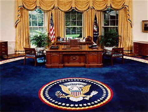 bureau de la maison blanche le meuble du bureau ovale offert par la reine