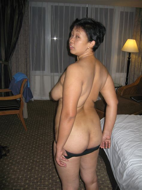 S16  Porn Pic From Mature Indonesian Strips Sucks And