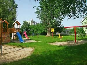 Image Gallery playground background