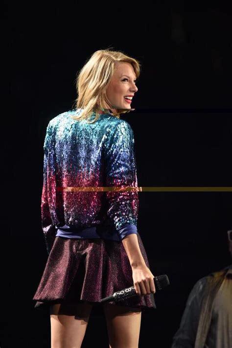 #1989TourEdmonton   Taylor swift singing, Taylor swift ...
