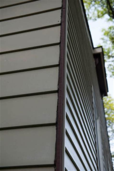 Joining Vinyl And Aluminum Siding At A Corner
