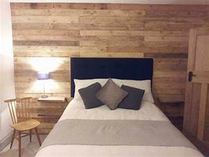 Pallet wood wall o 1001 pallets for Best brand of paint for kitchen cabinets with home made candle holders