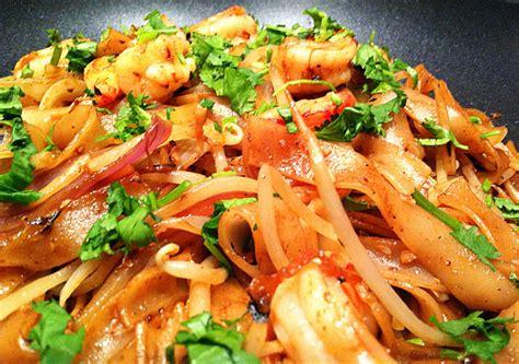 pates chinoises aux crevettes invitations aux voyages culinaires p33 p 226 tes de riz saut 233 es