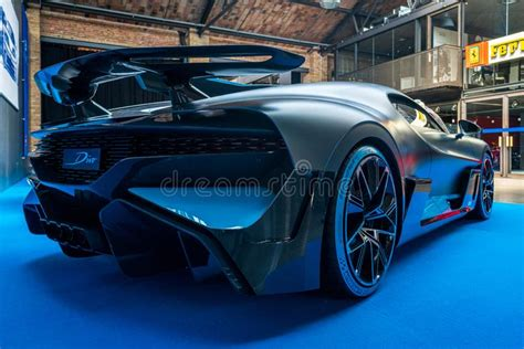 Key features of bugatti divo w16. 32th Berlin-Brandenburg Oldtimer Day Editorial Image - Image of supercar, high: 149012975