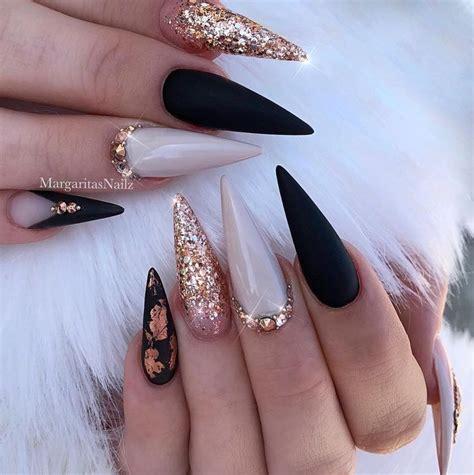 Los maestros del arte de uñas han ofrecido variedades inusuales de diseños de uñas negras 2020. 37 Mejores Diseños de Uñas en Negro que te van a Encantar ...