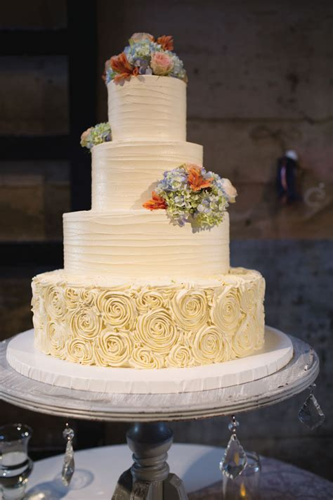 Great Winter Wedding Cake Ideas For You And Your Partner