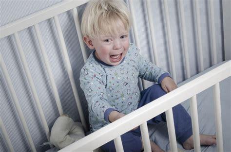 separation chambre parents bebe mon enfant a peur du noir et ne veut pas dormir