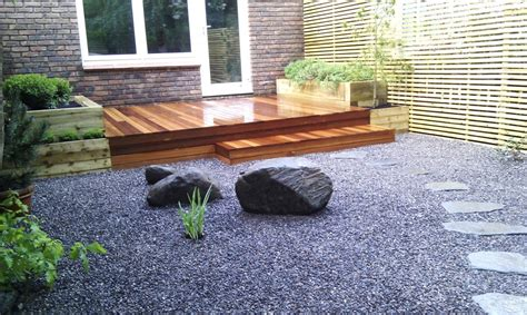 hardwood decking minimalist limestone chippings privacy