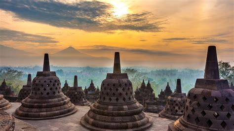 indonesias culture capital  reasons  visit yogyakarta