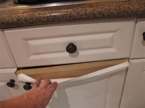 How Do You Paint Laminate Kitchen Cupboards When They're