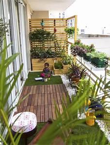 agencement d39un balcon etroit 9 manieres doptimiser un With amenager un jardin en longueur 12 dalle terrasse pierre aspect bois noir