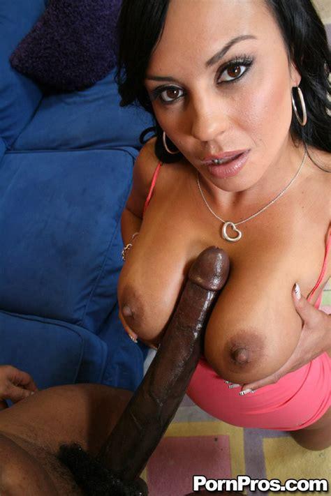 Latina Milf Babe Mariah Milano Has Interracial Sex With A