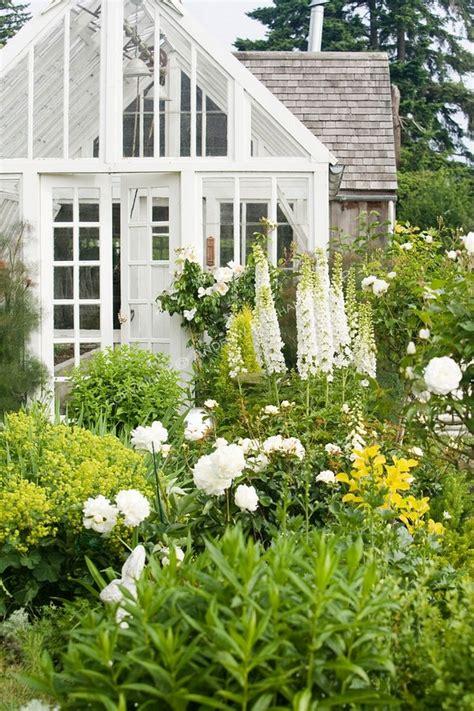 the white garden grey