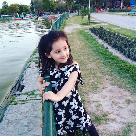 beautiful pictures  sami khan   wife  daughter