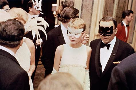 New Year's Eve Outfit Inspiration From the Most Glamorous ...