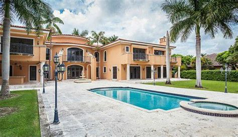 lamar odom collecting   month  rent  miami home bso