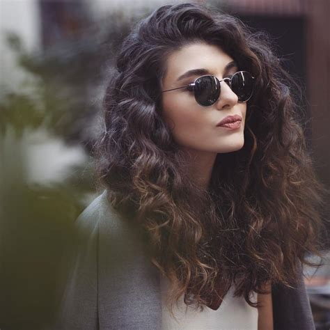 cury hair styles 5 balayage looks on naturally curly hair hairstylesout 7013