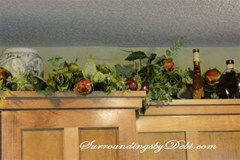 garland above kitchen cabinets adding interest to kitchen cabinets 3735