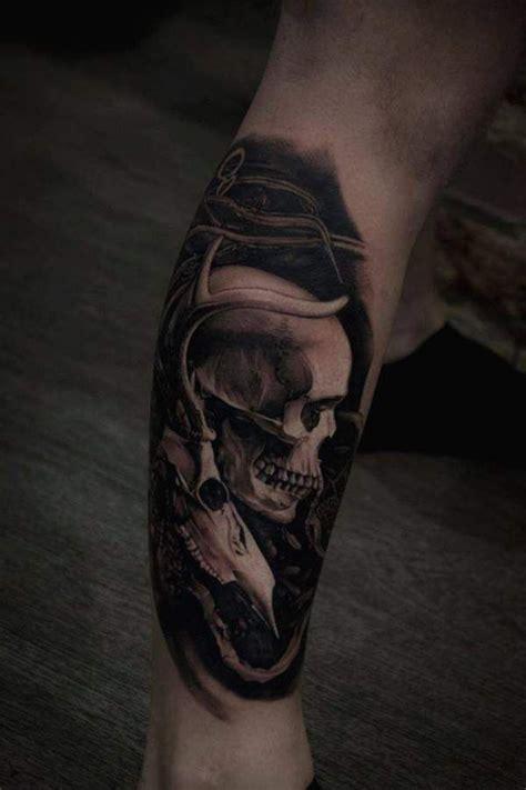 tatouage tete de mort tatouage homme t 234 te de mort r 233 aliste sur mollet tatouage