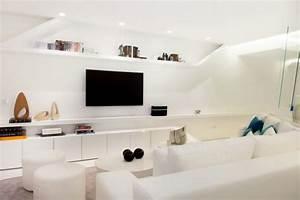 deco salon blanc pour une atmosphere accueillante 80 idees With tapis jaune avec meuble rangement derrière canapé