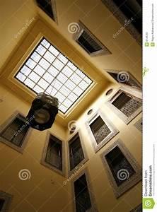 Cour De Maison : marocain de maison de cour ouvert photographie stock libre de droits image 8144787 ~ Melissatoandfro.com Idées de Décoration