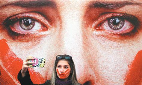 women takes  selfie  front  marcio freitas photo
