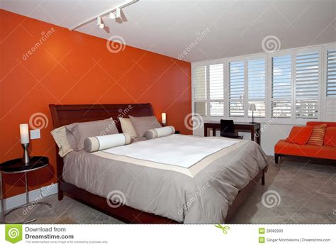 chambre orange chambre à coucher avec le mur orange brûlé photos stock