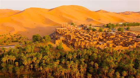 Oasis town of Taghit, Algeria (© George Steinmetz/Corbis)
