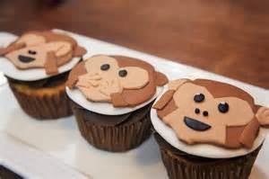 cupcakes de emoji changuitos baking day