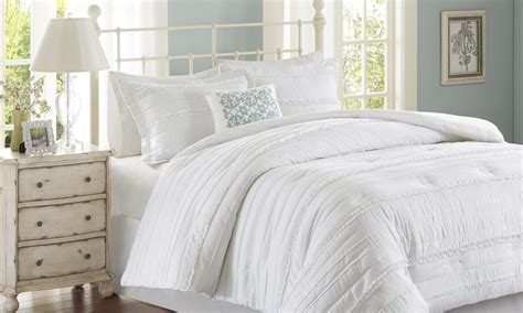 5 faqs to help you pick the perfect comforter set