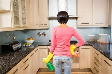 how to clean grime kitchen cabinets how to clean gunk and grime from kitchen cabinets 9338