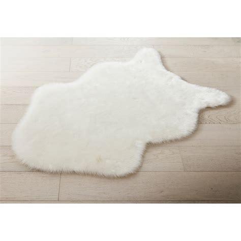 cuisine domotique tapis blanc peau mouton l 60 x l 90 cm leroy merlin