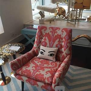 Idee de decoration d39interieur avec des motifs originaux for Tapis rouge avec ensemble canapé tissu