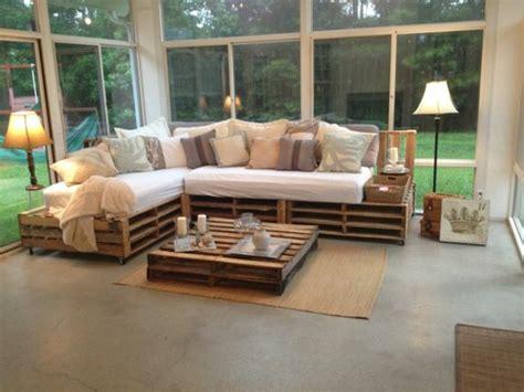 canapé avec des palettes comment fabriquer un canapé en palette tuto et 60 idées