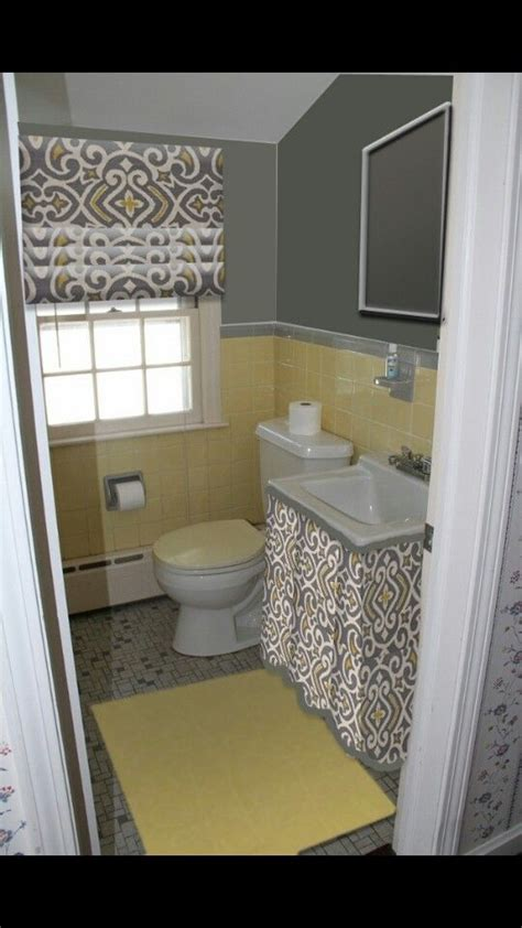 Yellow Tile Bathroom Paint Colors by 25 Best Ideas About Grey Yellow Bathrooms On