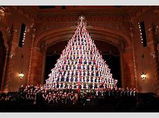 Muskegon is home to America's tallest, singing Christmas