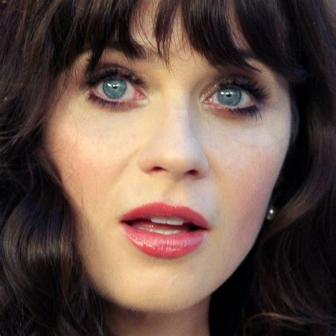 zooey deschanel makeup taupe eyeshadow peach lipstick
